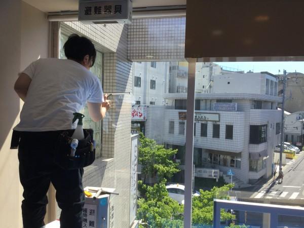 千種区 美容院様 ガラス断熱塗装 (3)